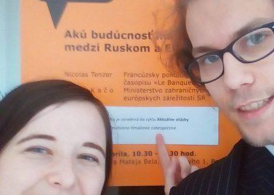 Tlmočenie diskusie o vzťahu EÚ a Ruska na pôde Univerzity Mateja Bela s kolegyňou Veronikou Maťúšovou.